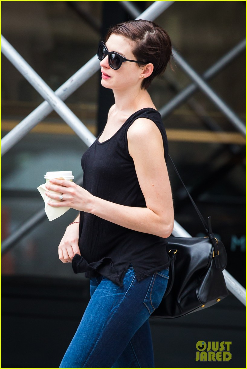 anne hathaway back to brunette 082879480