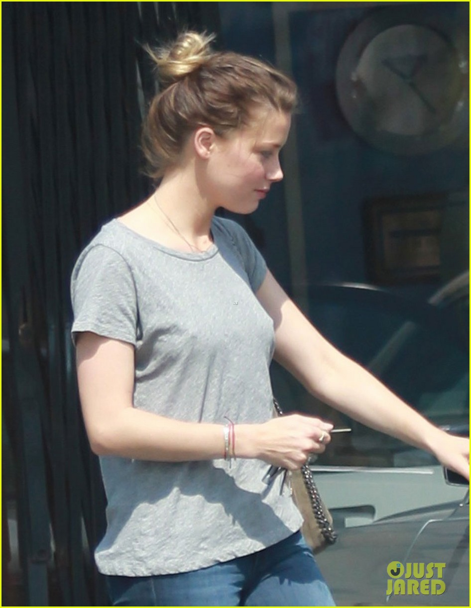 amber heard stops at cleaners after met ball trip 012867709