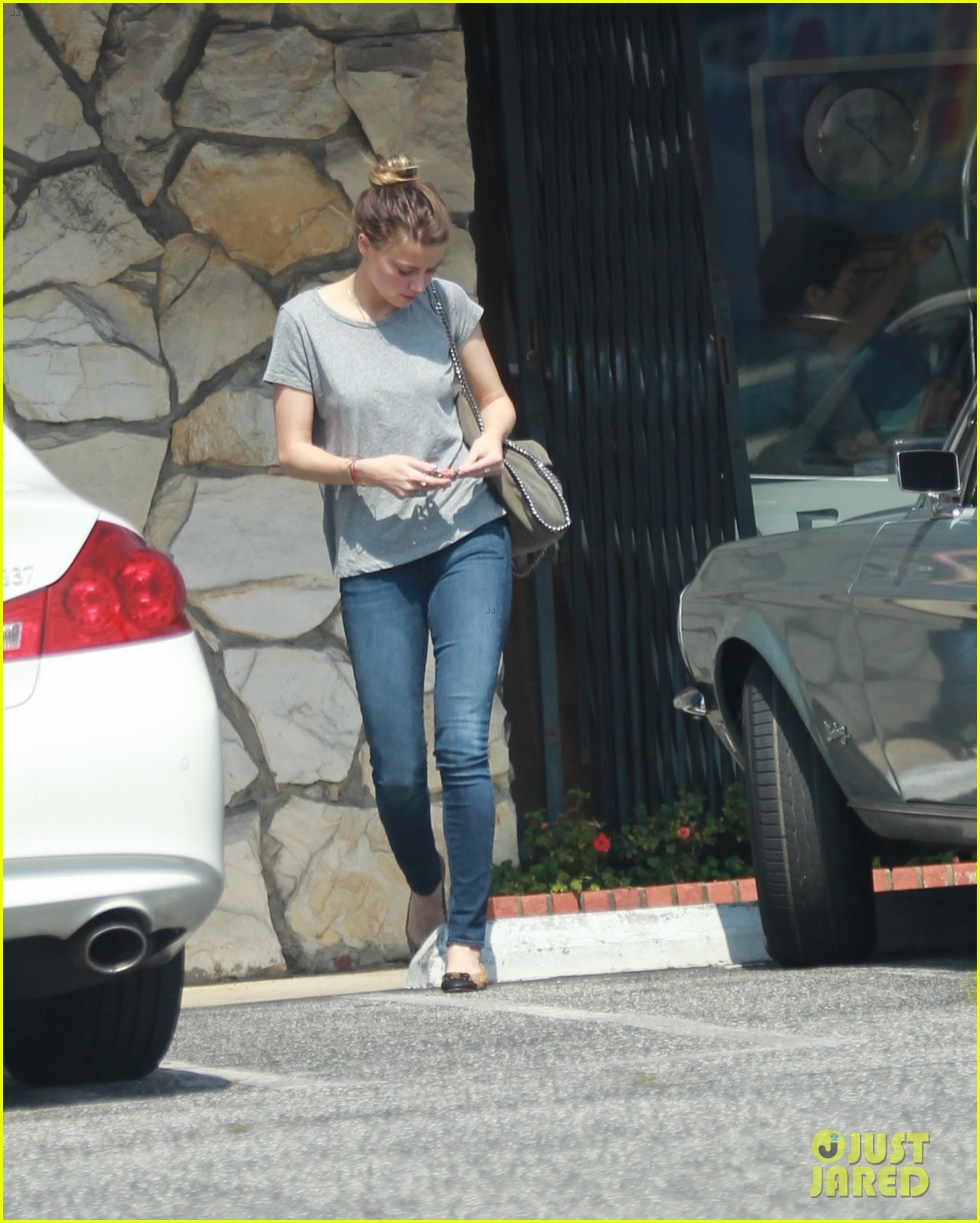 amber heard stops at cleaners after met ball trip 022867710