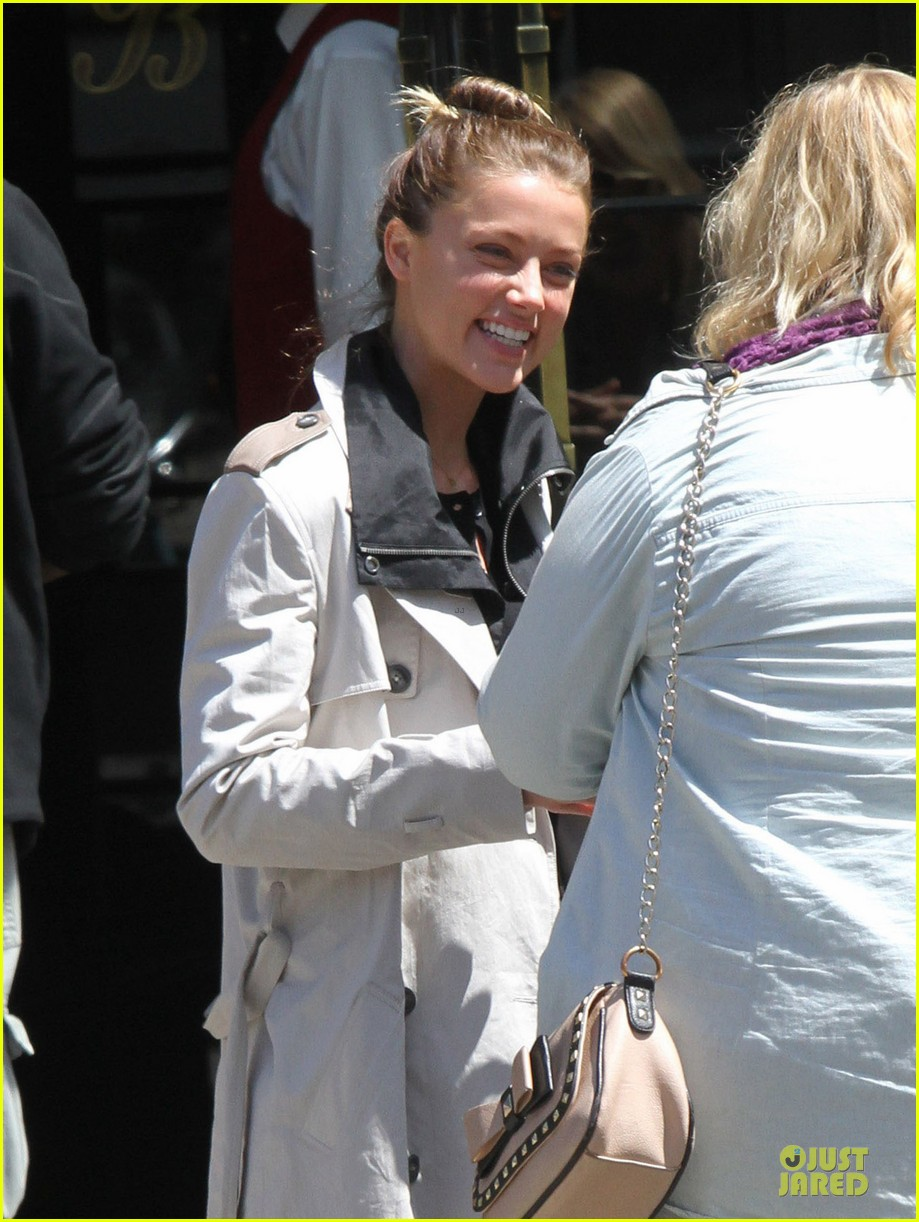 amber heard separate east west coast outings 022864358