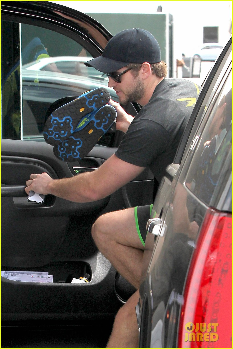 liam hemsworth barefoot at gym after aurora rising casting 082878216