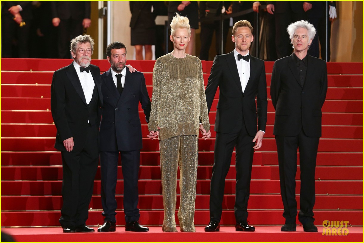 tom hiddleston tilda swinton hold hands at only lovers left alive premiere 032878028