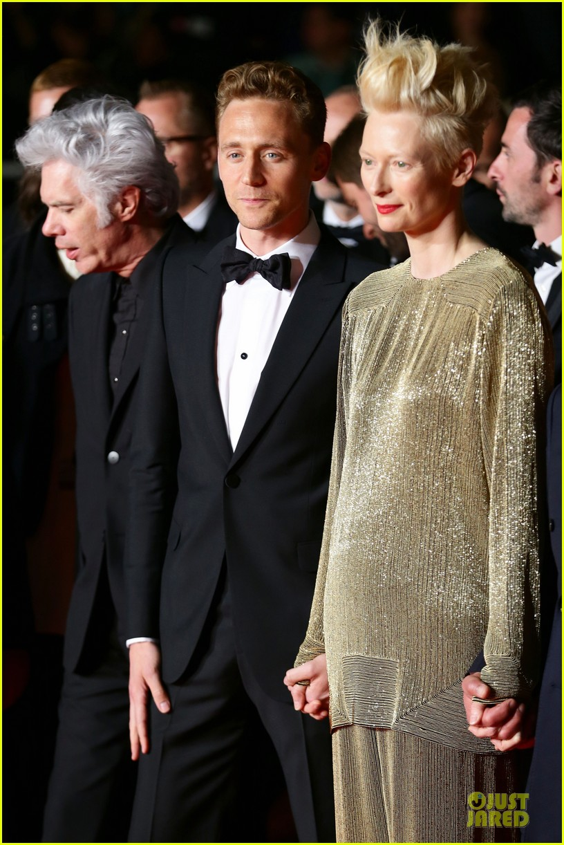 tom hiddleston tilda swinton hold hands at only lovers left alive premiere 04