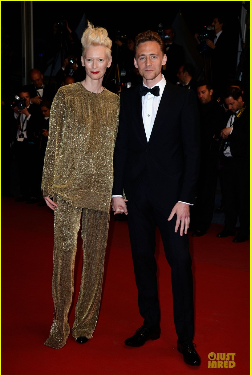 tom hiddleston tilda swinton hold hands at only lovers left alive premiere 112878036