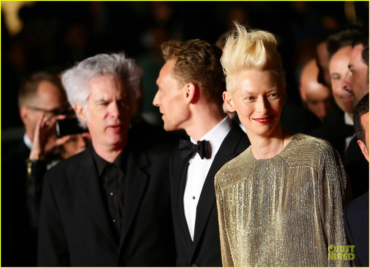 tom hiddleston tilda swinton hold hands at only lovers left alive premiere 182878043