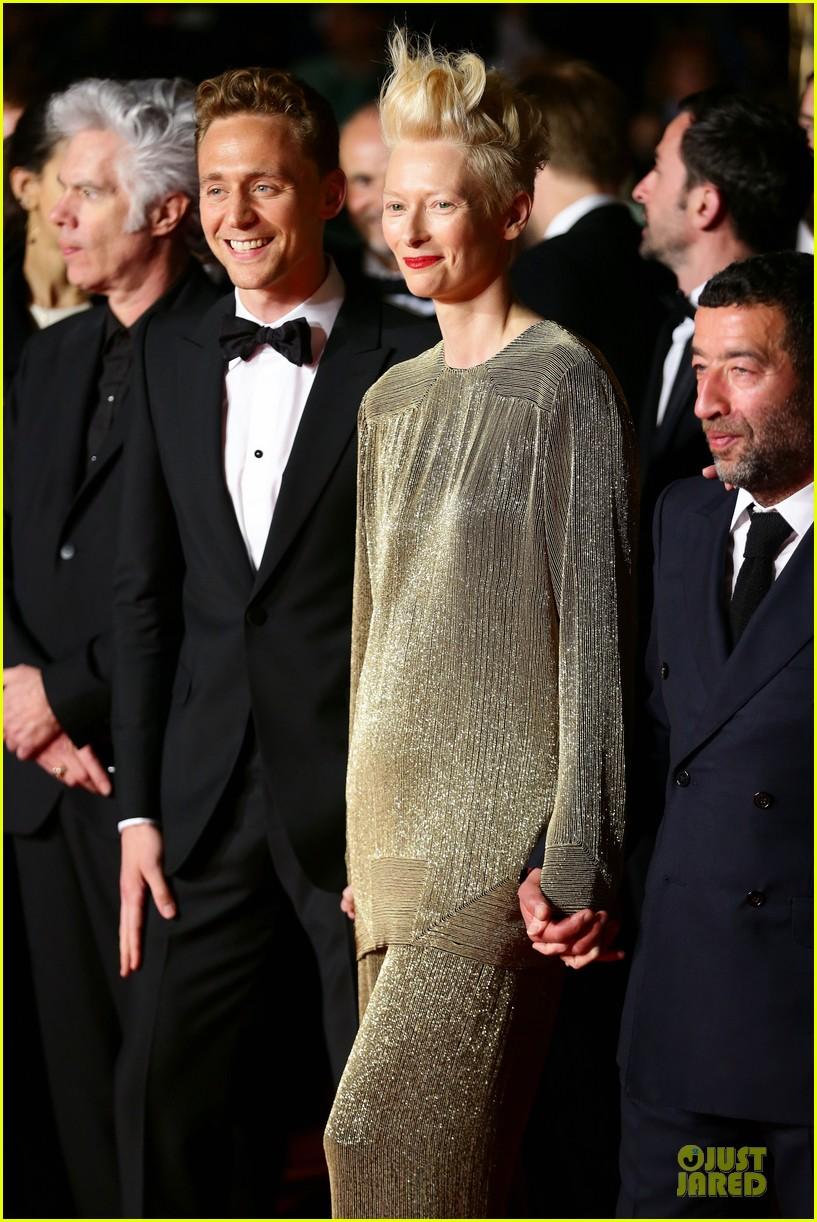 tom hiddleston tilda swinton hold hands at only lovers left alive premiere 192878044