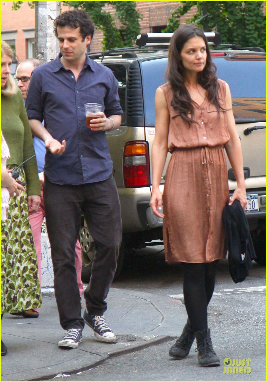 katie holmes luke kirby dinner after mania days filming 012875997