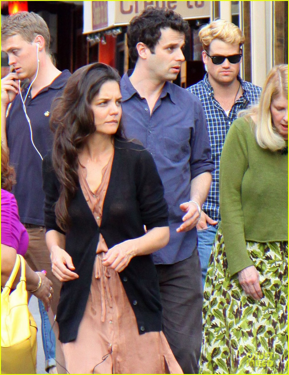 katie holmes luke kirby dinner after mania days filming 022875998
