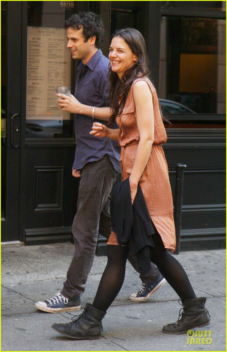 katie holmes luke kirby dinner after mania days filming 03