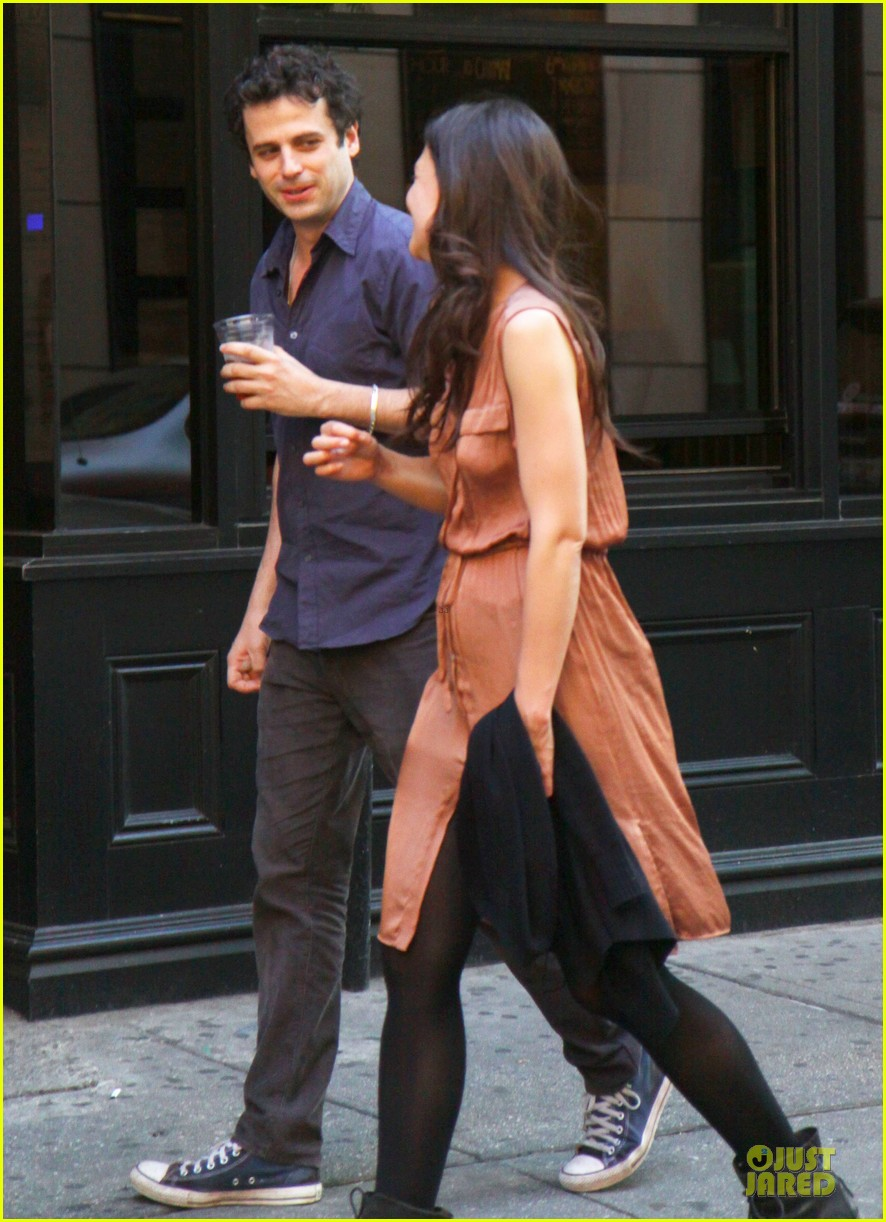 katie holmes luke kirby dinner after mania days filming 152876011