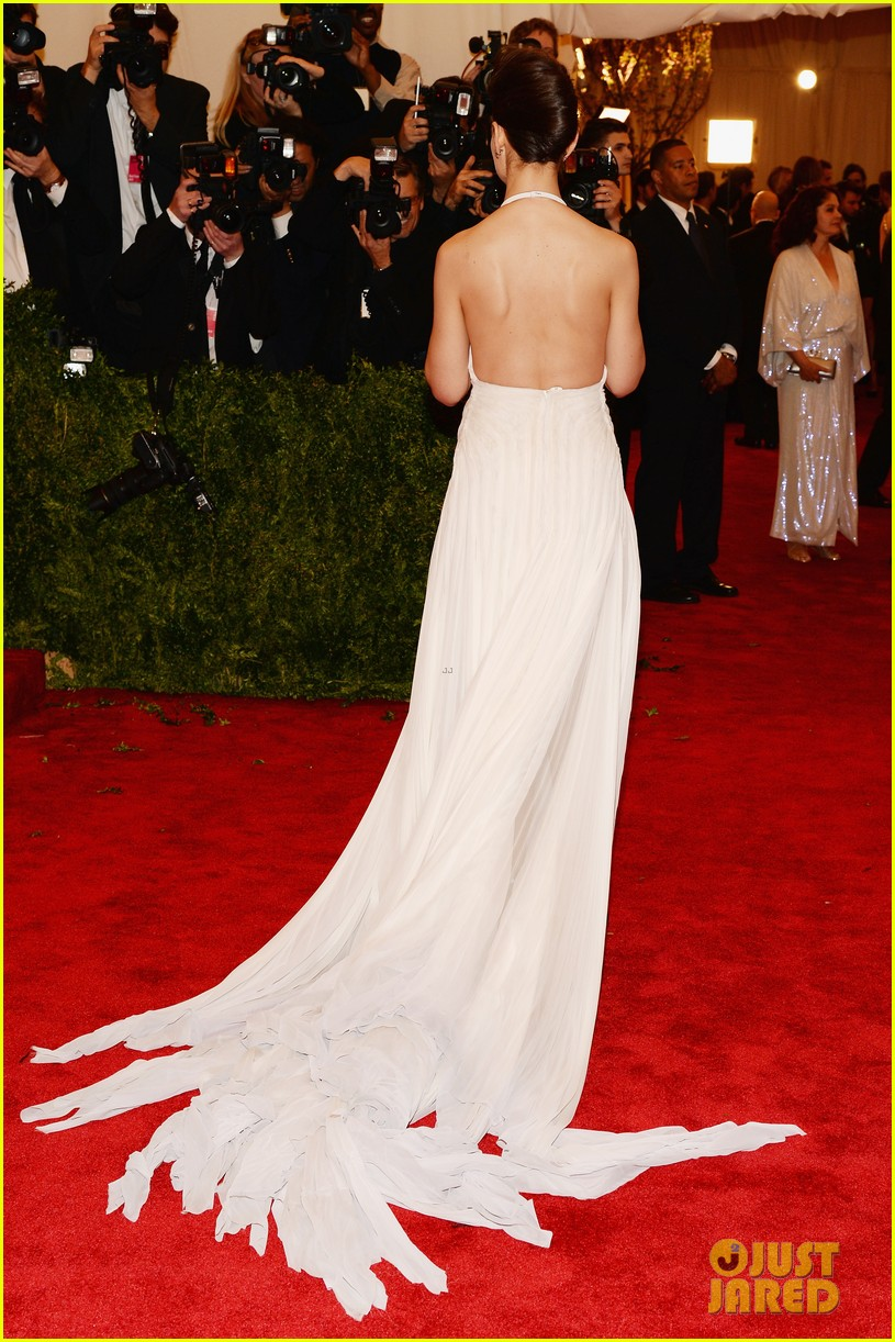 katie holmes met ball 2013 red carpet 032865123
