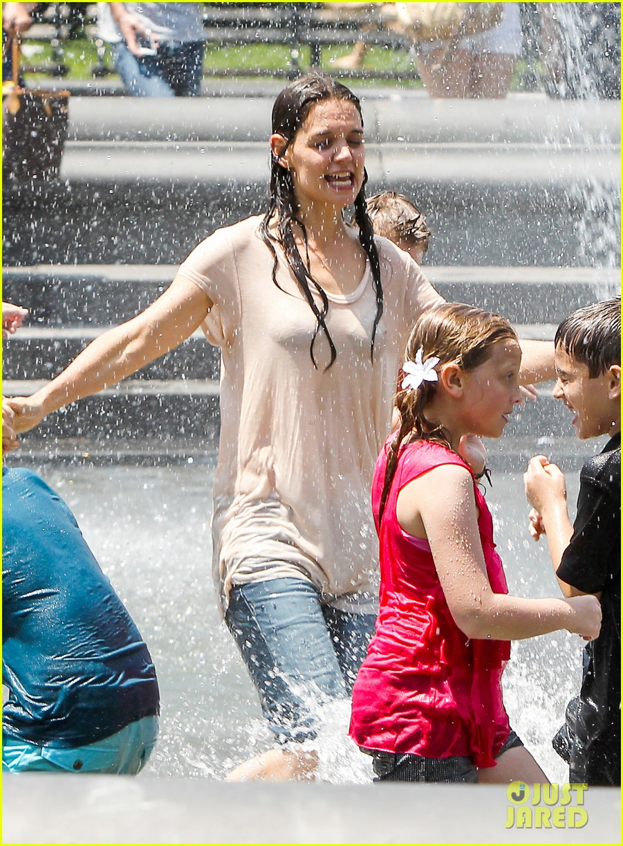 katie holmes soaking wet for mania days 032875540