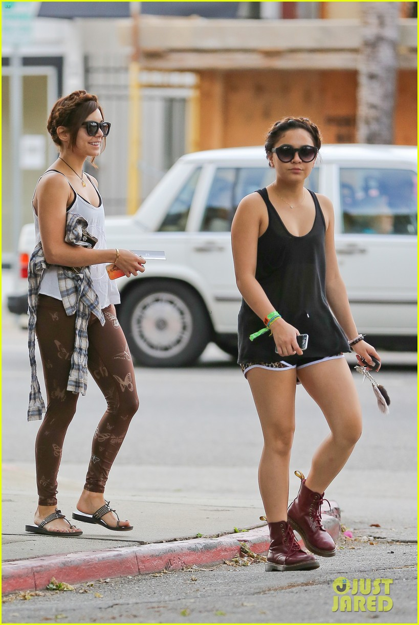 vanessa hudgens butterfly leggings at the gym 012867531
