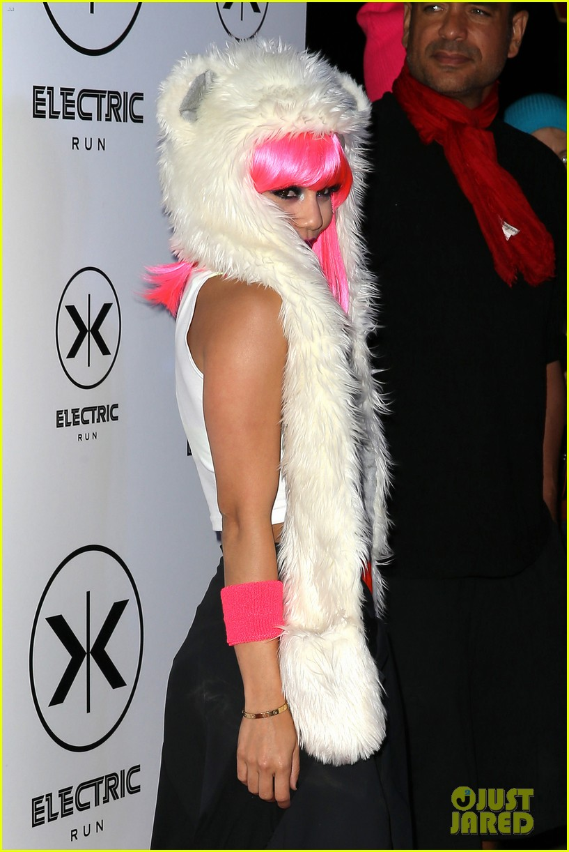 vanessa hudgens bright pink wig for electric run 2013 222877779