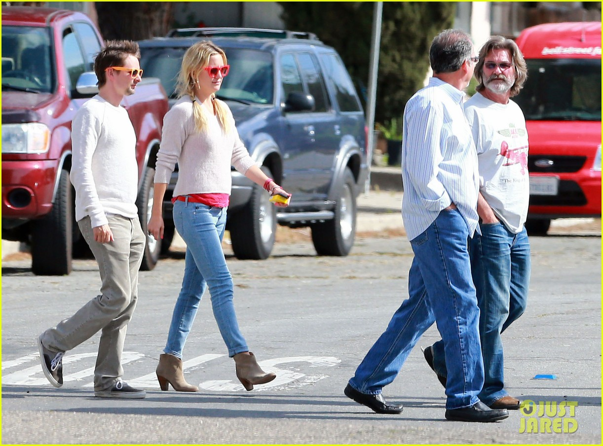 kate hudson family winery visit with kurt russell matthew bellamy 08