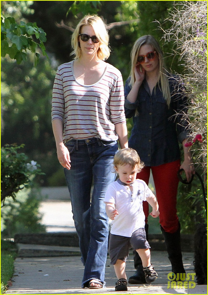 january jones xander walks in front of mommy 01