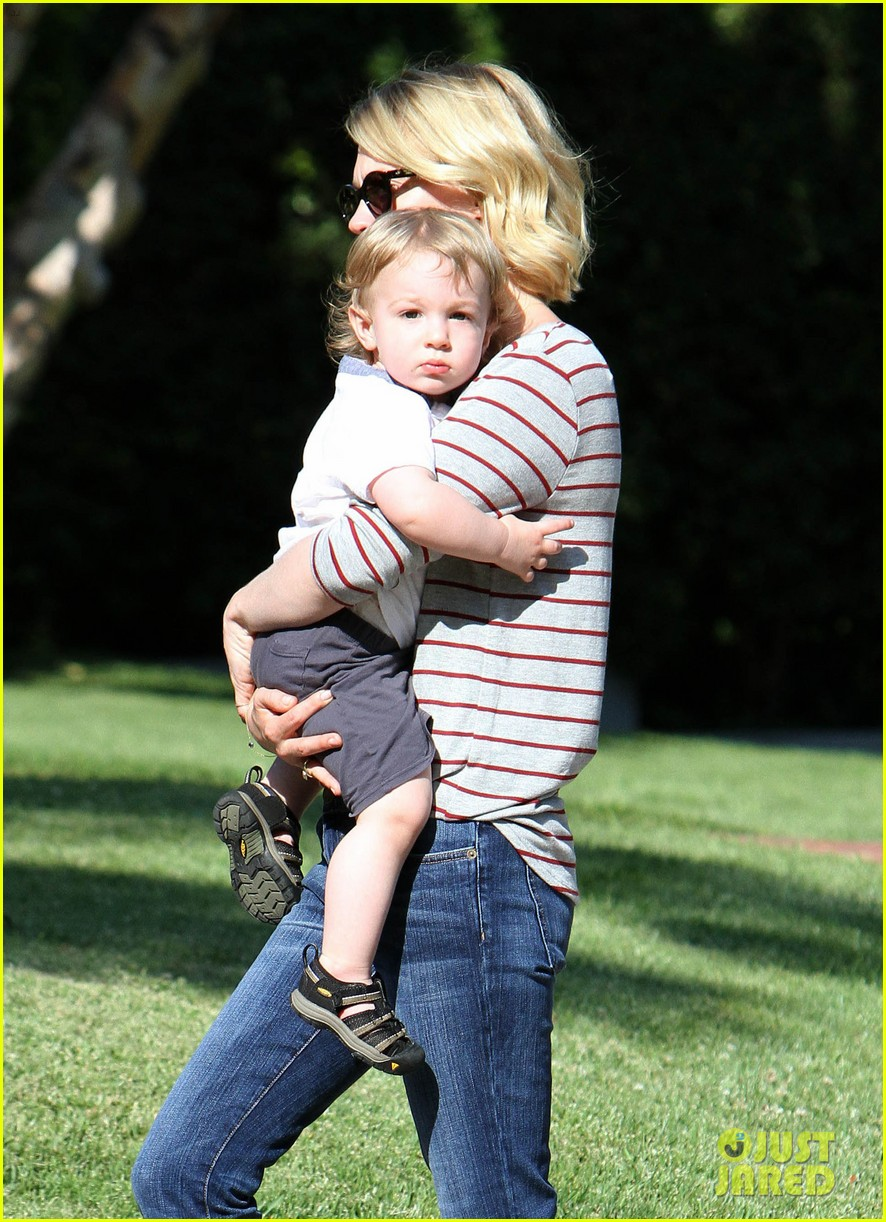 january jones xander walks in front of mommy 052869199