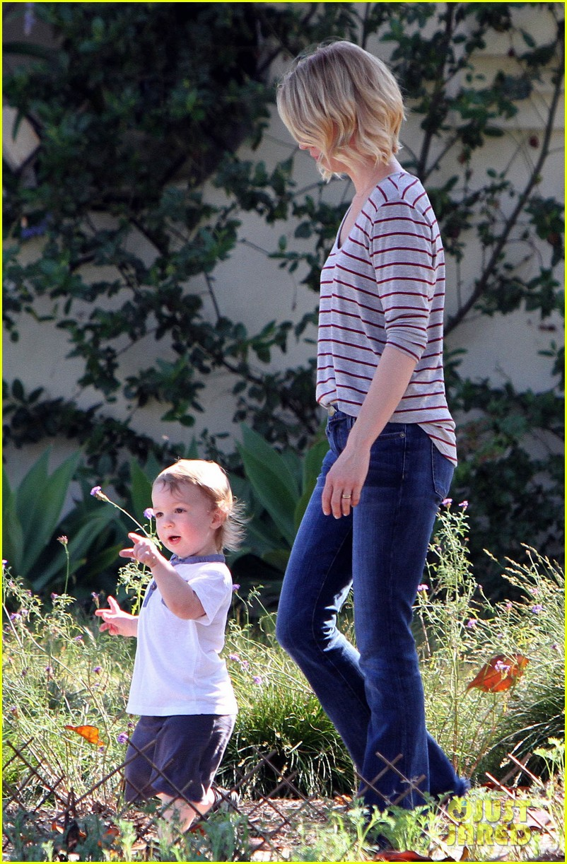 january jones xander walks in front of mommy 062869200