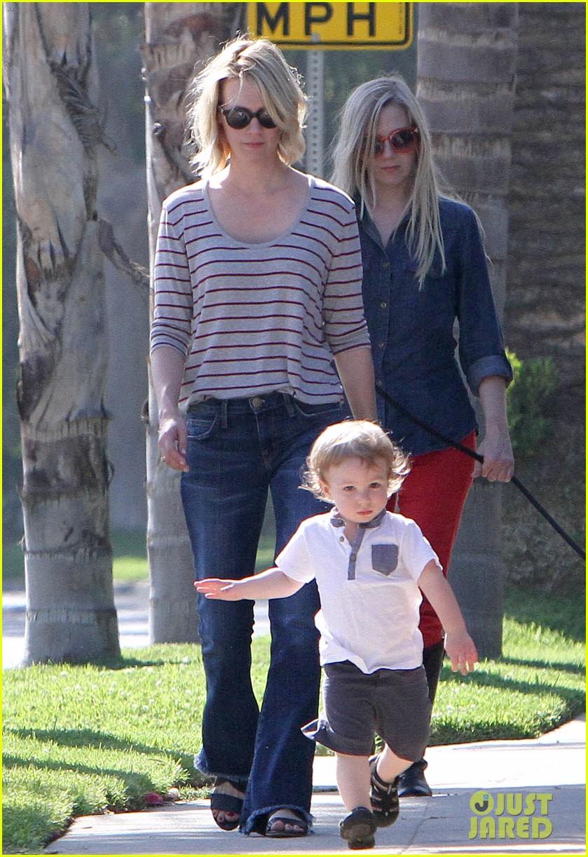 january jones xander walks in front of mommy 082869202