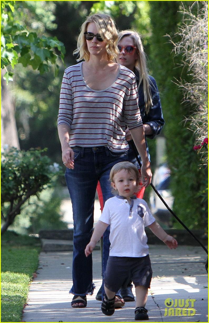 january jones xander walks in front of mommy 15