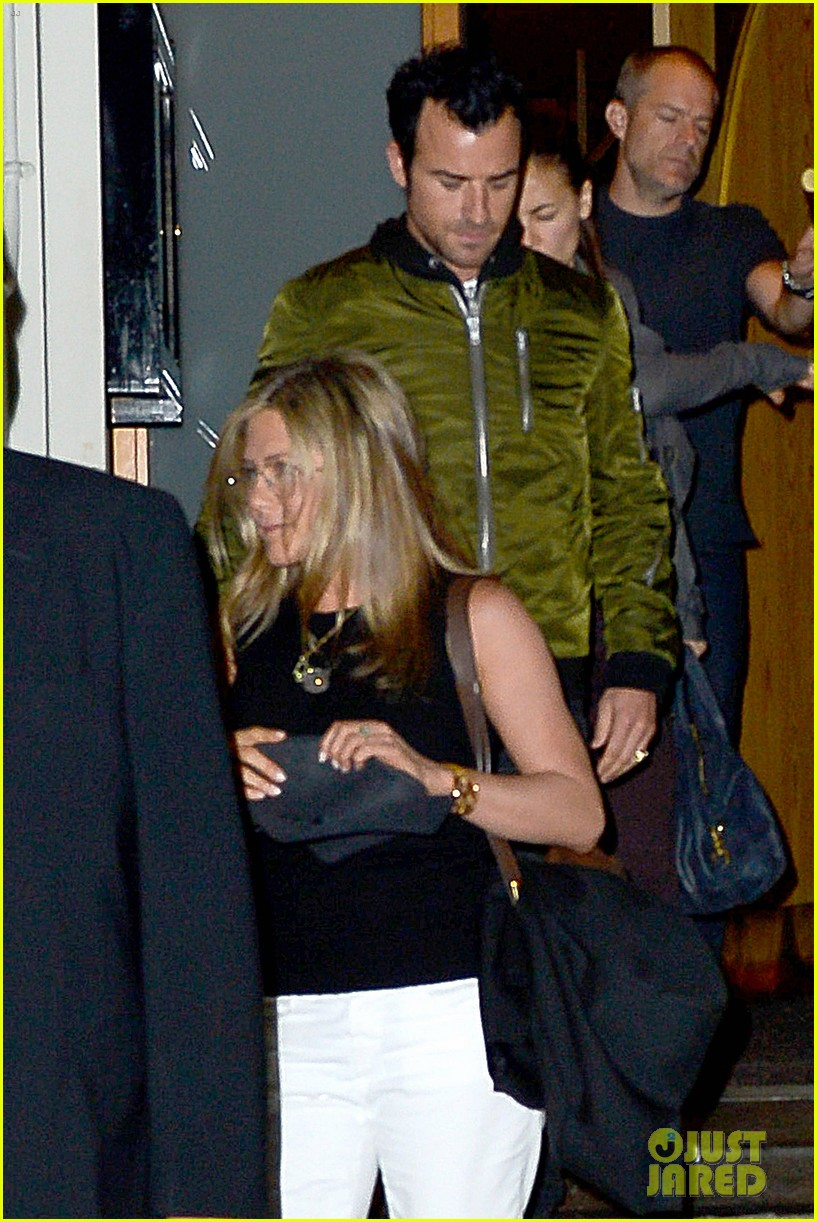jennifer aniston sports glasses for nobu date night with justin theroux 012869066