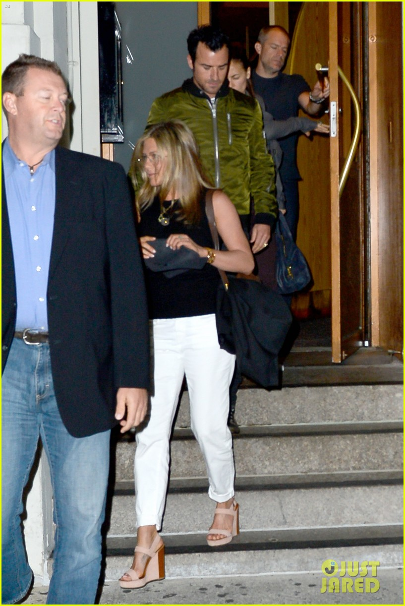 jennifer aniston sports glasses for nobu date night with justin theroux 03