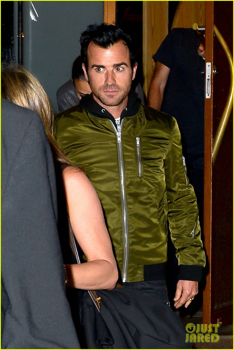 jennifer aniston sports glasses for nobu date night with justin theroux 042869069