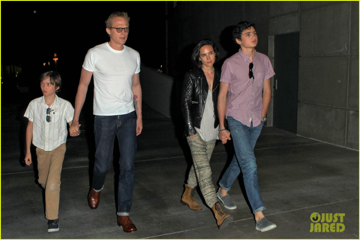 jennifer connelly paul bettany rolling stones concert with the kids 01