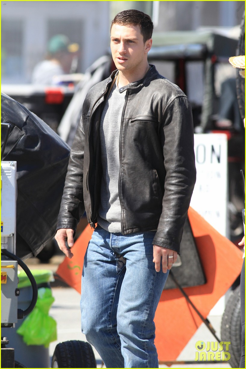aaron taylor johnson rips crotch in jeans on godzilla set 052871272