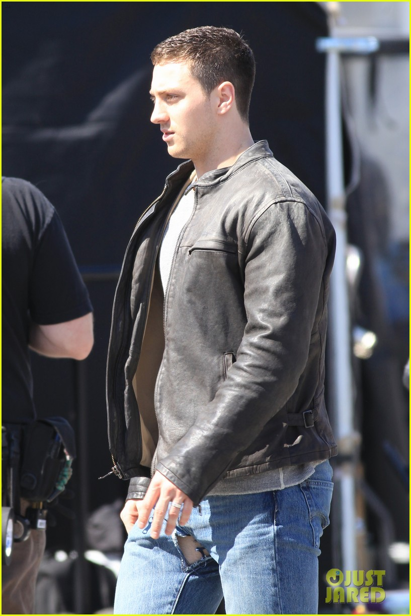 aaron taylor johnson rips crotch in jeans on godzilla set 232871290