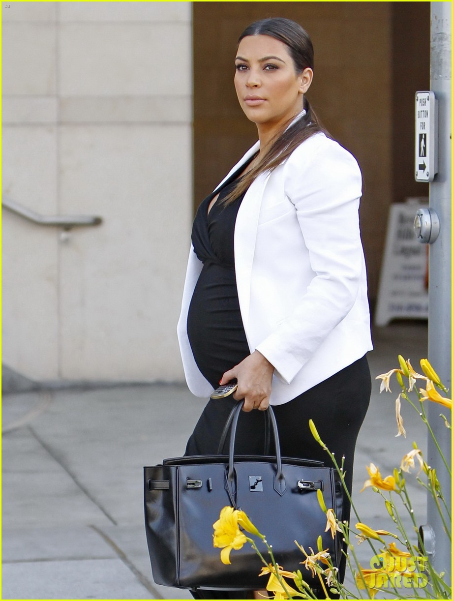 pregnant kim kardashian black white is chic for spring 042877652