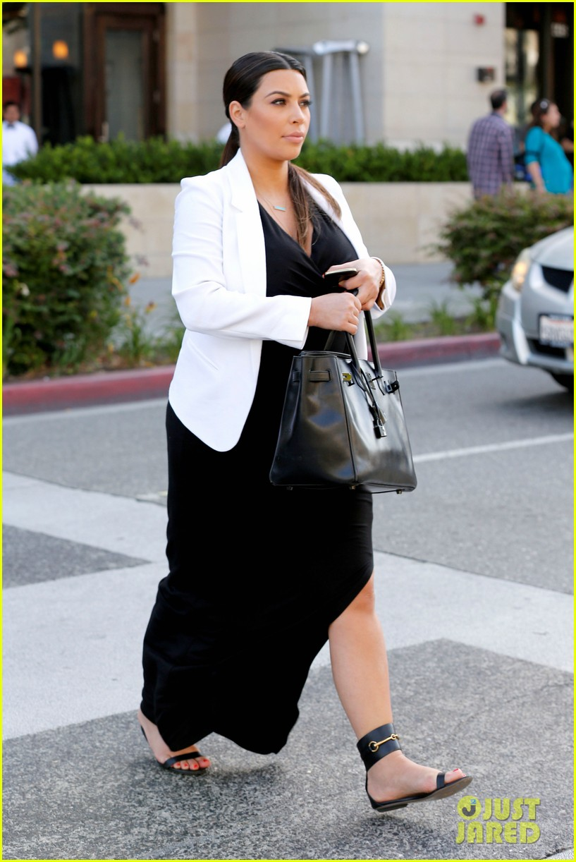 Pregnant Kim Kardashian Black White Is Chic For Spring
