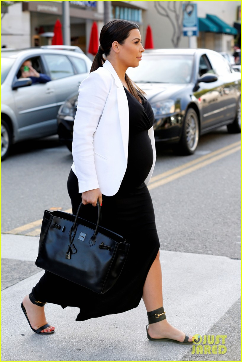 pregnant kim kardashian black white is chic for spring 21