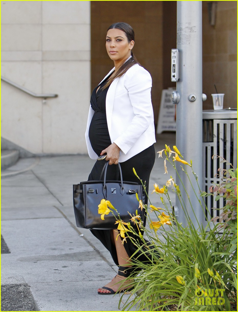 pregnant kim kardashian black white is chic for spring 242877672