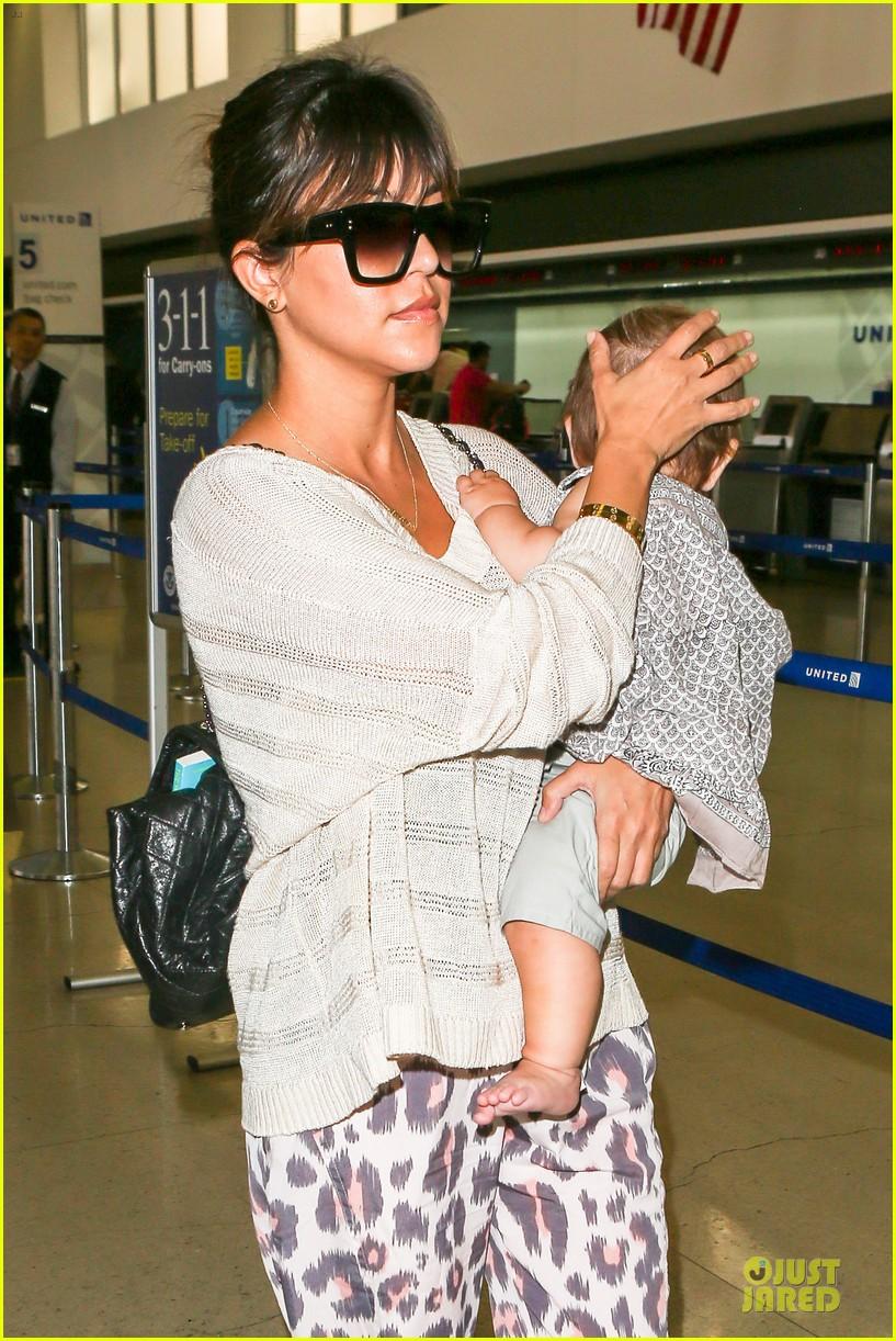 kim kardashian jetlagged flight with kourtney khloe 112863198