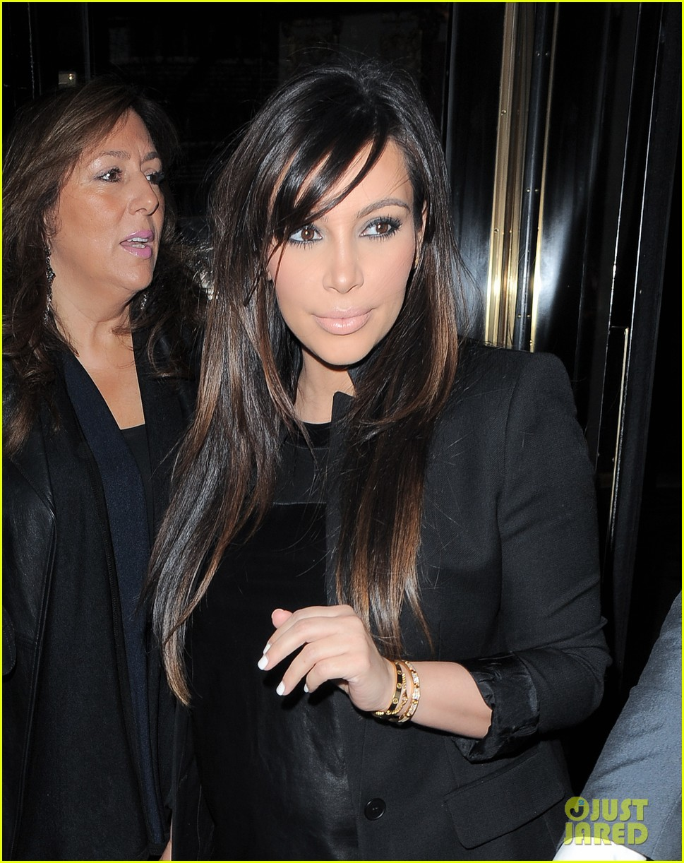 kim kardashian pregnant leather lady at beyonce concert 02