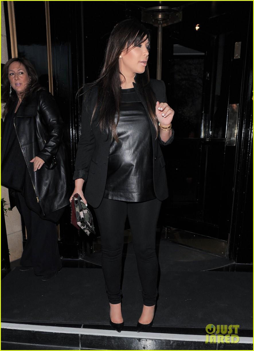 kim kardashian pregnant leather lady at beyonce concert 03