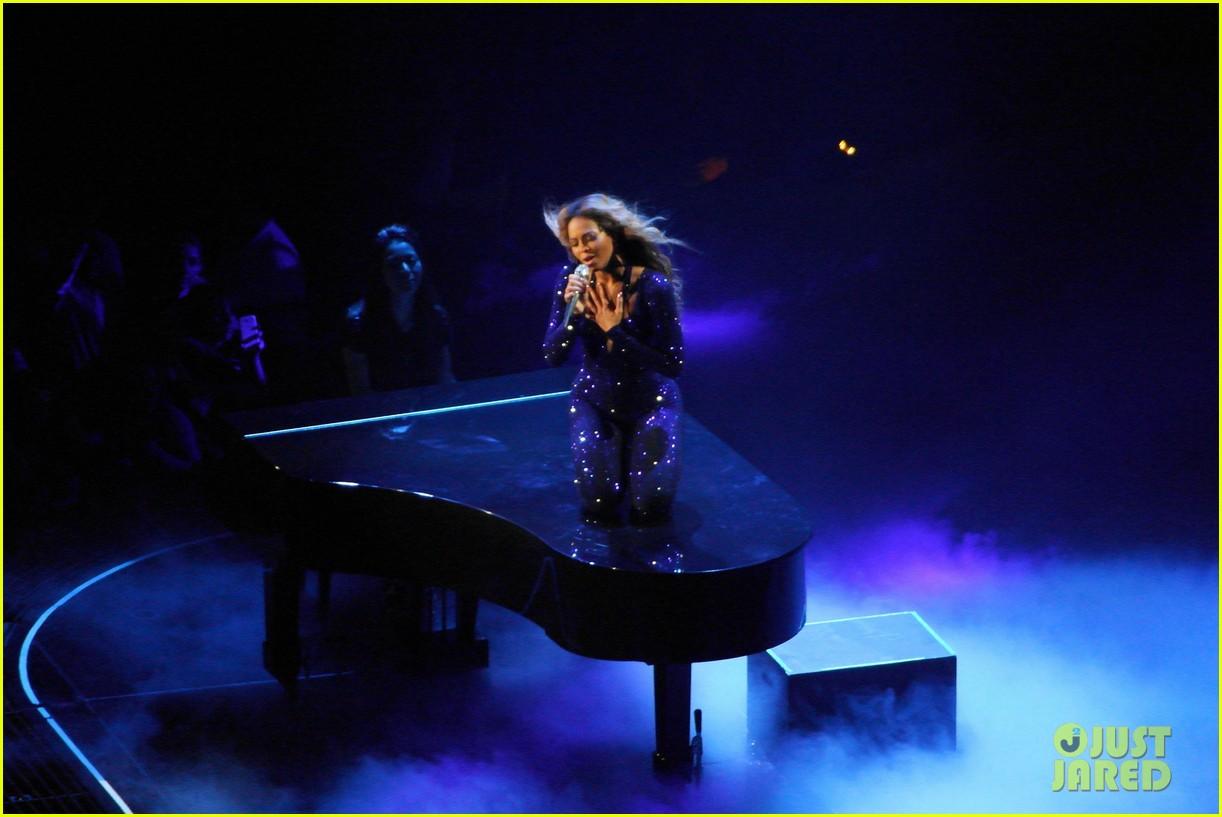 kim kardashian pregnant leather lady at beyonce concert 04