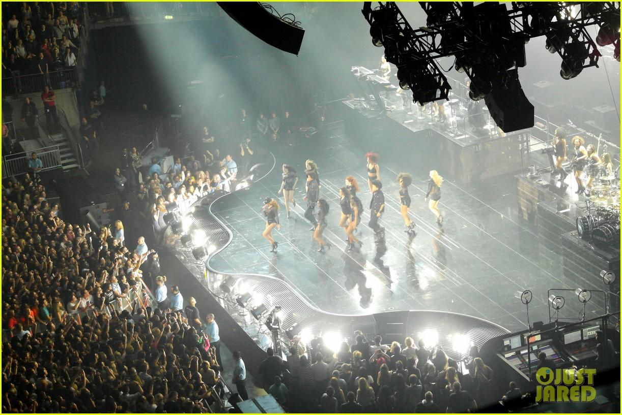 kim kardashian pregnant leather lady at beyonce concert 092861930