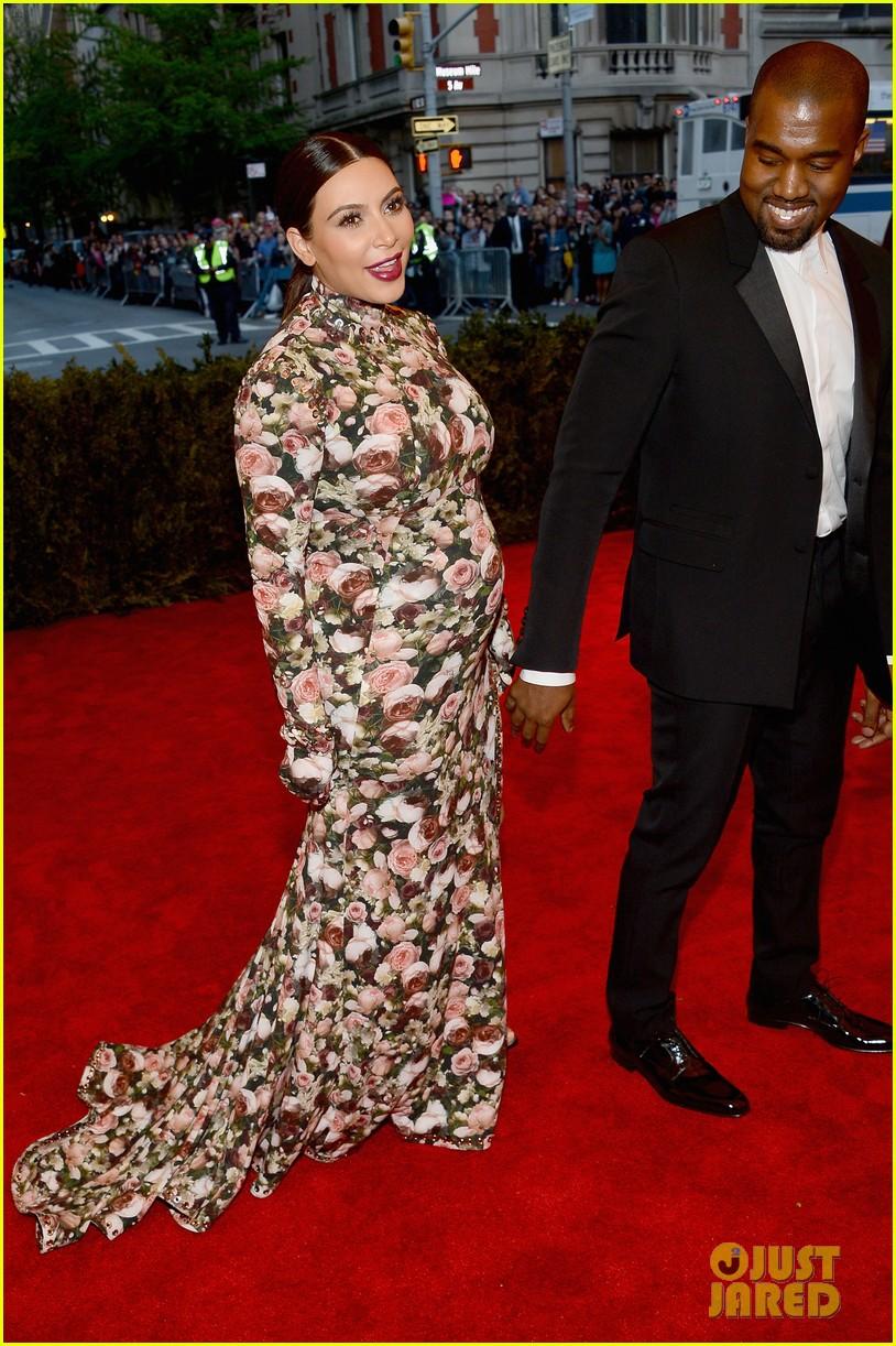 kim kardashian kanye west met ball 2013 red carpet 012865222