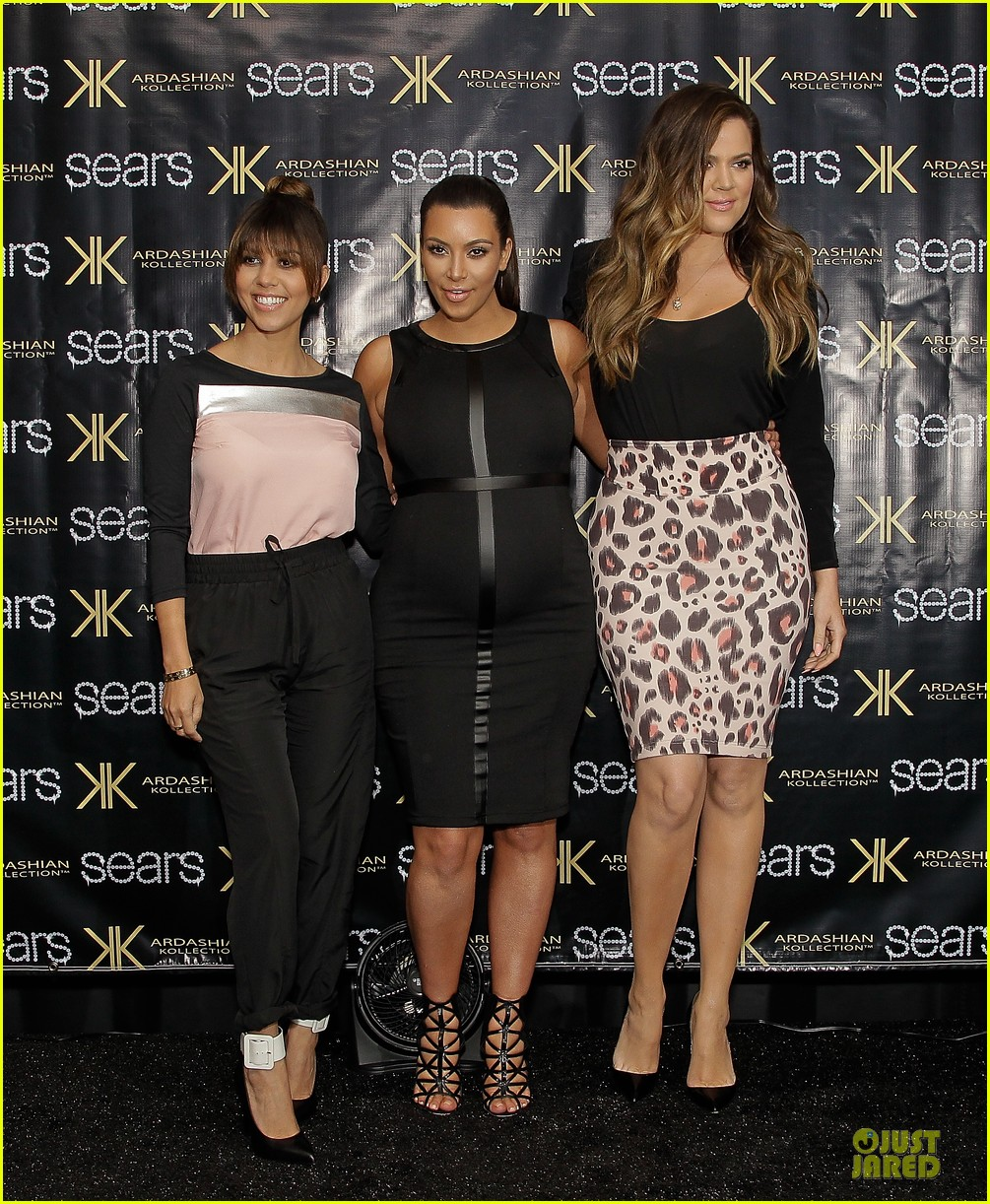 pregnant kim kardashian sears appearance with sisters 012863665