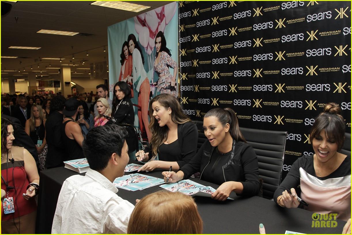 pregnant kim kardashian sears appearance with sisters 082863672