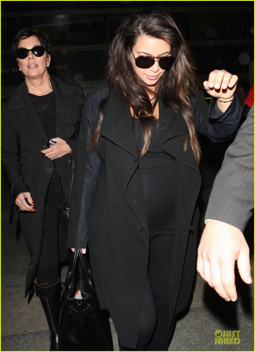 kim kardashian pregnancy weight is defended by sister khloe 022877062