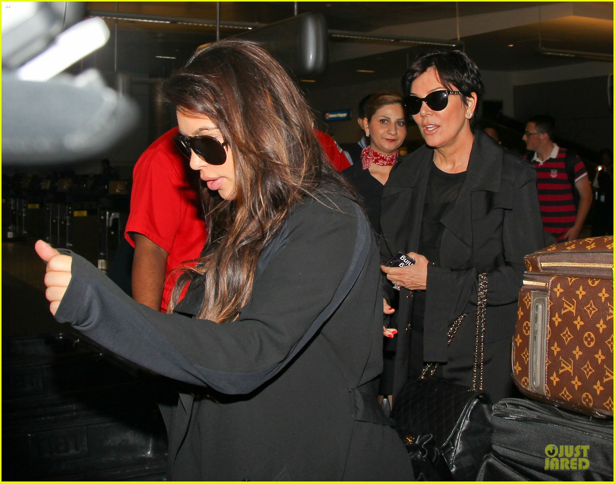 kim kardashian pregnancy weight is defended by sister khloe 042877064