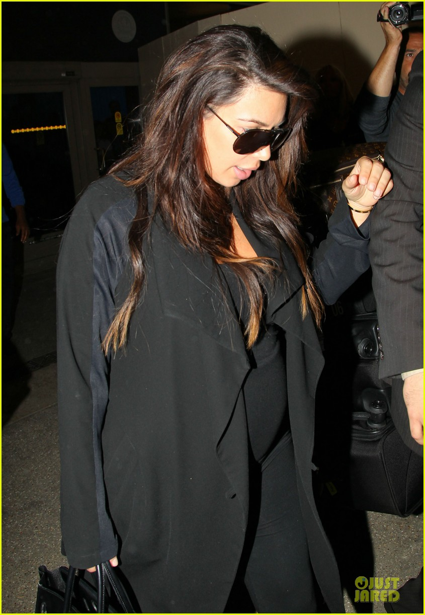 kim kardashian pregnancy weight is defended by sister khloe 182877078