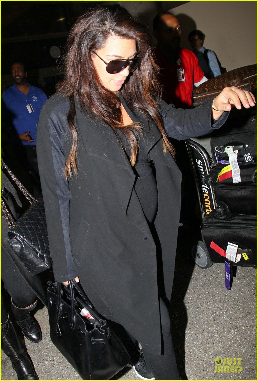 kim kardashian pregnancy weight is defended by sister khloe 192877079