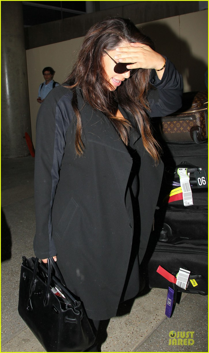 kim kardashian pregnancy weight is defended by sister khloe 21