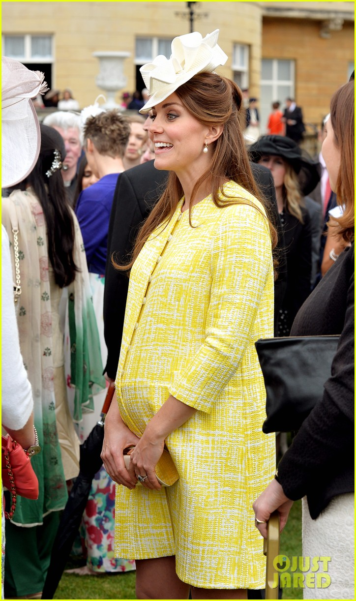 kate middleton shows off baby bump at garden party 022876269
