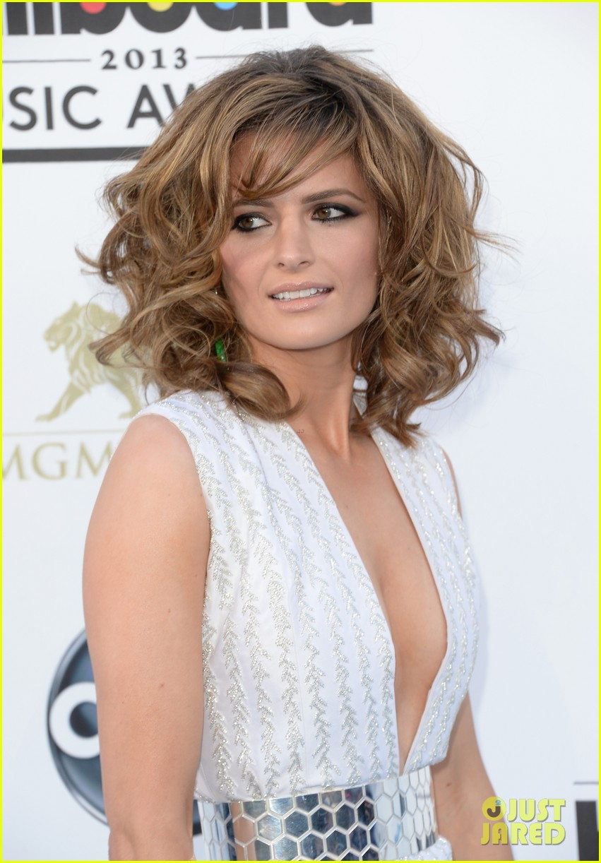 stana katic gabriel mann billboard music awards 2013 red carpet 102874100