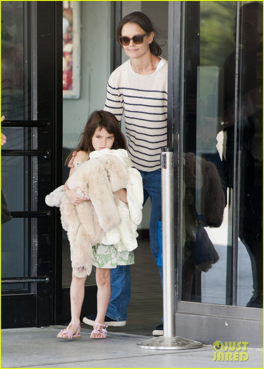 katie holmes and suri return from florida 012879167